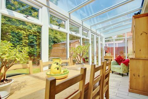 2 bedroom detached bungalow for sale - BEAUTIFULLY PRESENTED! PRIVATE GARDEN! A MUST SEE!