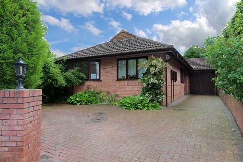 3 bedroom detached bungalow for sale - Denham Gardens, Finchfield, Wolverhampton, WV3
