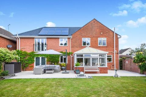 5 bedroom detached house for sale - Coniston Close, South Wootton