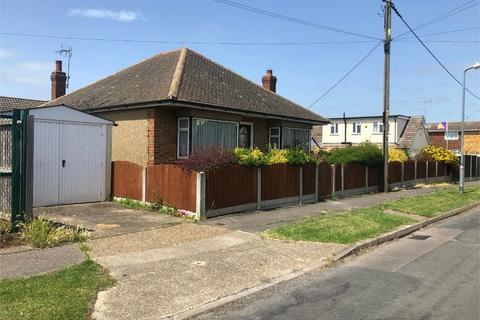 3 bedroom detached bungalow to rent - Holton Road, Canvey Island, Essex