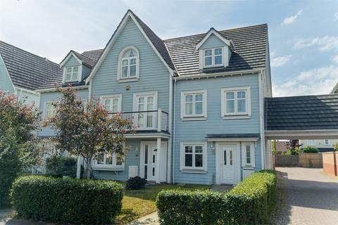 4 bedroom end of terrace house for sale - David Newberry Drive, Lee-on-the-Solent, Hampshire