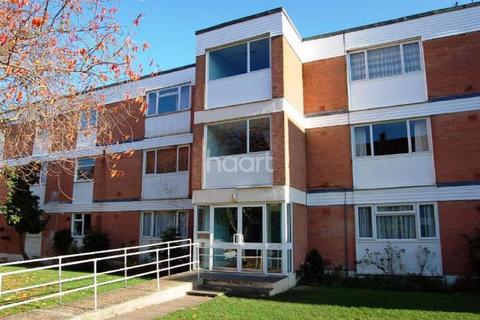2 bedroom flat for sale - Riverbank flats, Staines