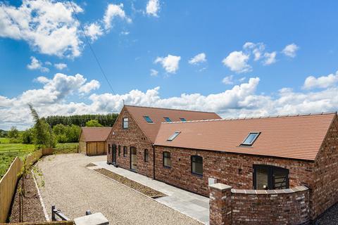 5 bedroom barn conversion for sale - Bank Farm Barn, Ridley, Tarporley, CW6 9SA