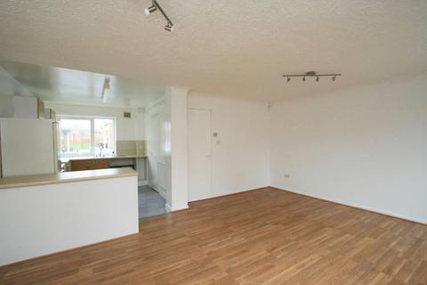 2 bedroom terraced house to rent - Markfield Avenue, Manchester,  M13