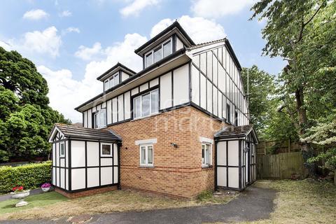 3 bedroom semi-detached house for sale - Heton Gardens, London NW4