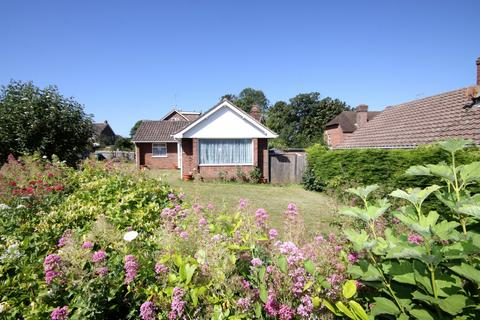 2 bedroom bungalow for sale - Richington Way, Seaford, East Sussex, BN25