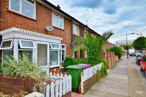 1 bedroom house share - Strattondale Road, Crossharbour E14