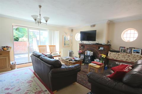 2 bedroom detached bungalow to rent - Grangeways, Patcham, Brighton