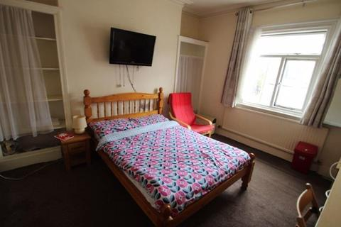 Flat to rent - Saxby Street, Leicester, LE2 0ND