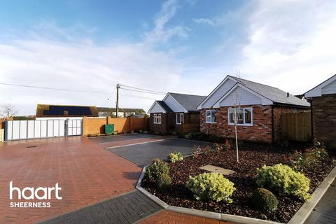 2 bedroom bungalow for sale - Leysdown, Sheerness