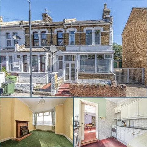 3 bedroom end of terrace house for sale - Heavitree Road London SE18