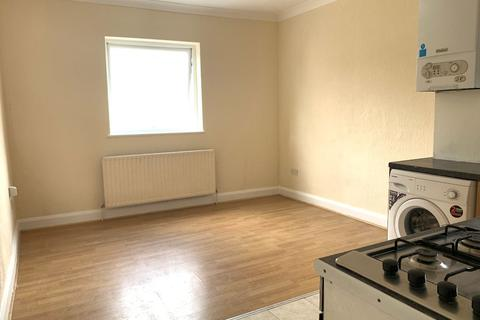 3 bedroom flat to rent - Leighton Road, EN1