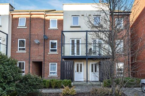 4 bedroom townhouse to rent - Tadros Court, High Wycombe, HP13