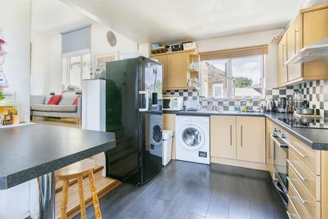 4 bedroom apartment for sale - Lyveden Road, Colliers Wood, SW17