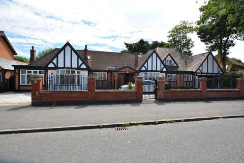 6 bedroom detached bungalow for sale - Parkstone Avenue, Emerson Park, Hornchurch, Essex RM11