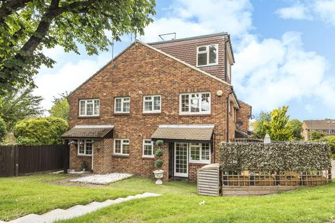 2 bedroom terraced house for sale - St. Peter's Close, Wandsworth Common
