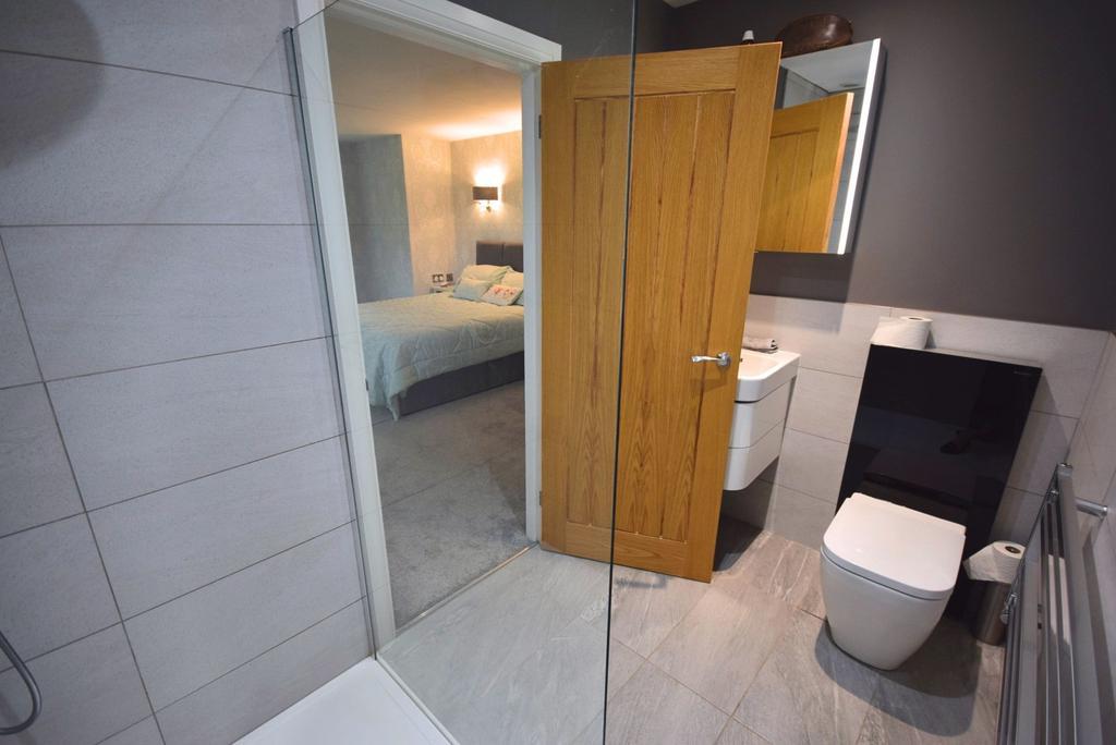 En   Suite Shower Ro