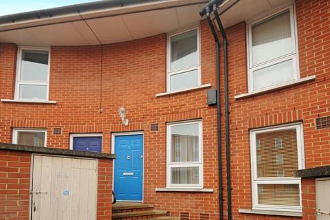 5 bedroom house to rent - Garter Way London SE16