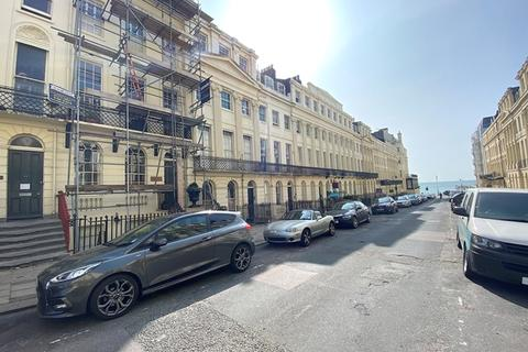 2 bedroom ground floor flat for sale - Oriental Place, Brighton, East Sussex.