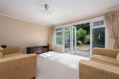 2 bedroom terraced house for sale - Kemble Close, WEYBRIDGE, Surrey