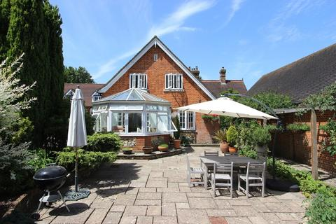 3 bedroom end of terrace house for sale - High Road, Chipstead