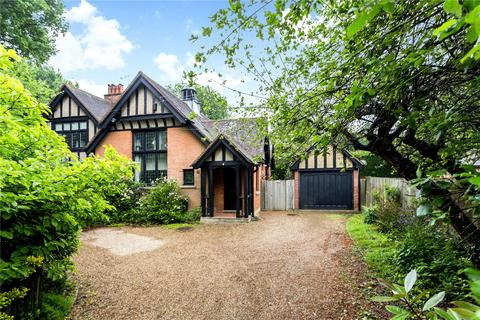 3 bedroom semi-detached house for sale - High Road, Chipstead, Coulsdon, Surrey, CR5
