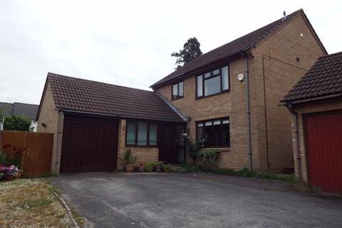 4 bedroom detached house to rent - Briarbank Rise, Charlton Kings, Cheltenham