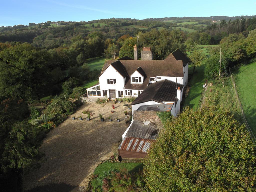 6 Bedrooms Detached House for sale in Wonham, Bampton