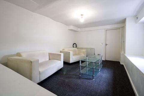3 bedroom flat to rent - Woodsley Road, Leeds, West Yorkshire