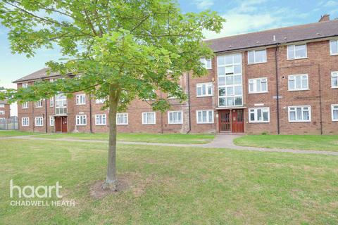 3 bedroom flat for sale - Padnall Road, Romford
