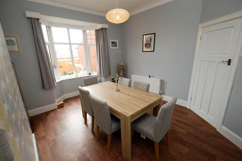 4 bedroom semi-detached house for sale - Lavington Road, South Shields