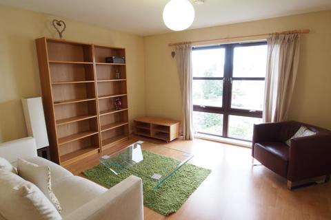 2 bedroom flat to rent - Roslin Place, Top Floor, AB24