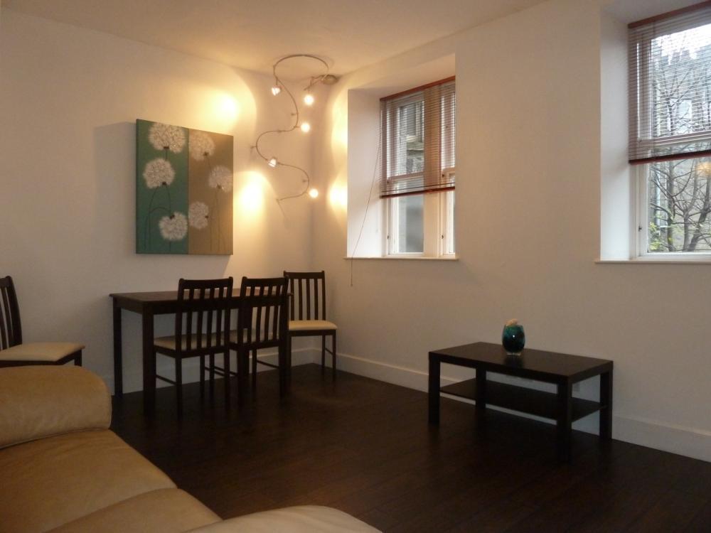 25d Crown Street − Lounge