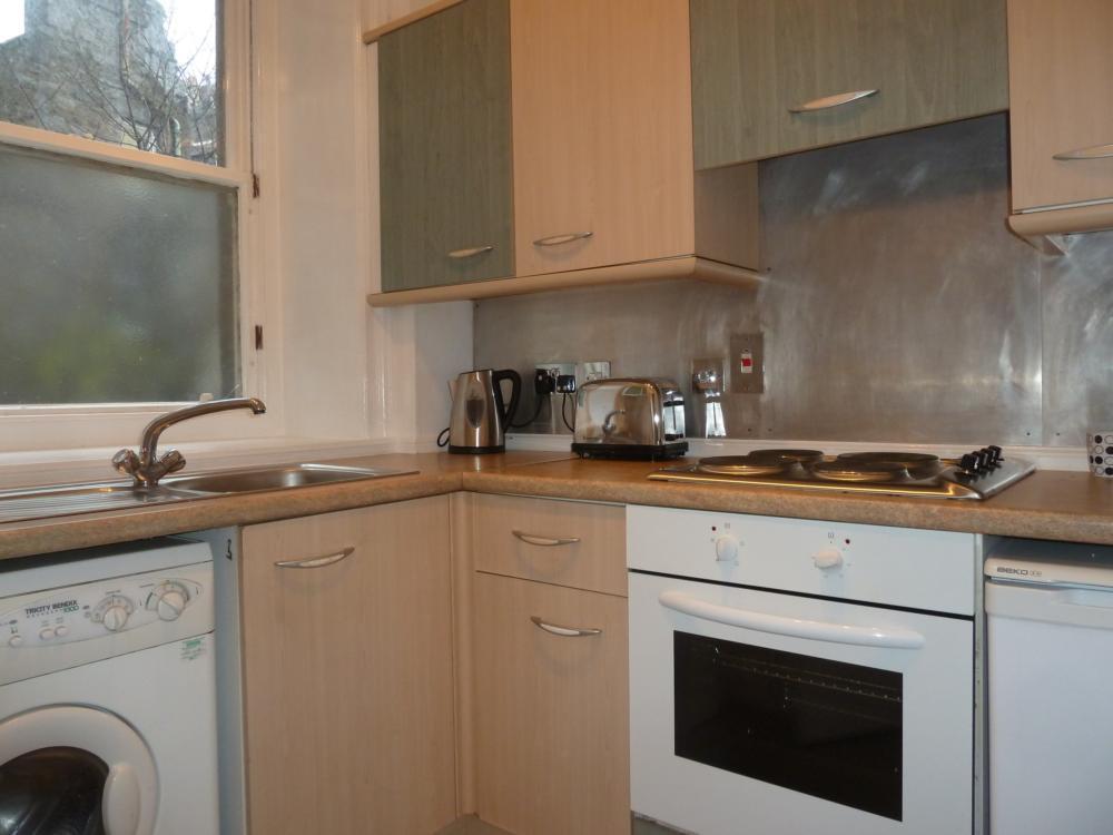 25d Crown Street − Kitchen