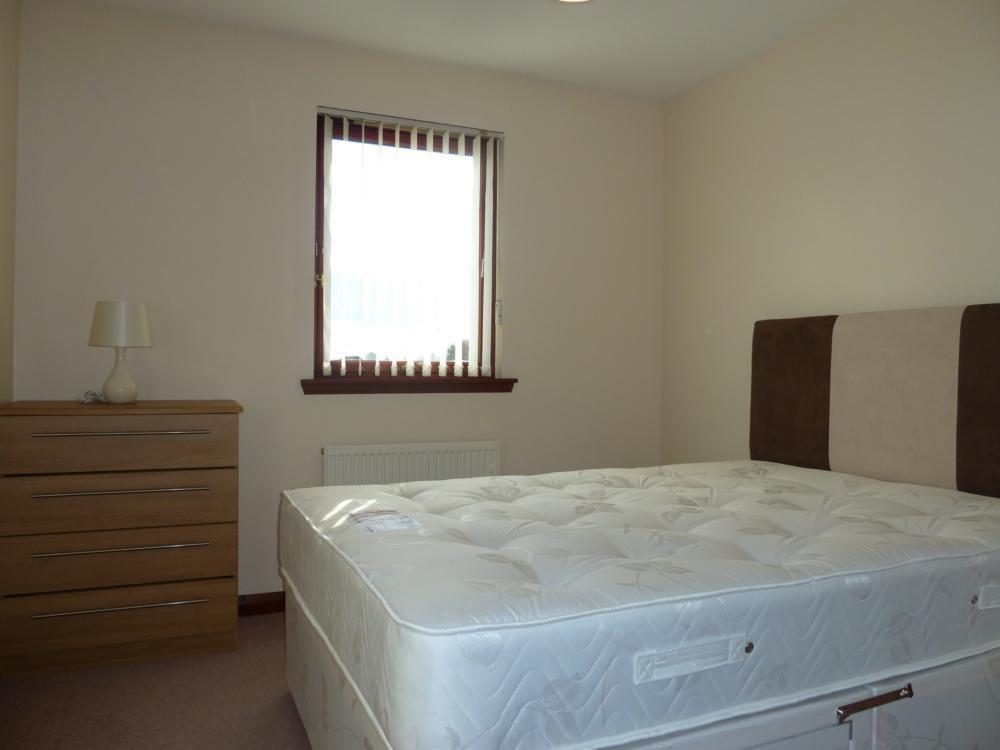 64 Picktillum Place − Bedroom