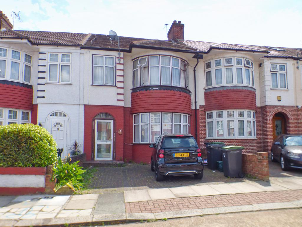 4 Bedroom Mid Terrace House to Let