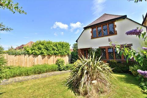 3 bedroom detached house for sale - Leybourne Avenue, Northbourne, Bournemouth