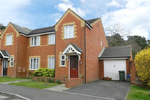3 bedroom semi-detached house to rent - Napier Close, Crowthorne