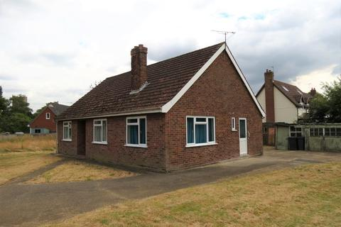 3 bedroom detached bungalow for sale - Church Road, Bacton
