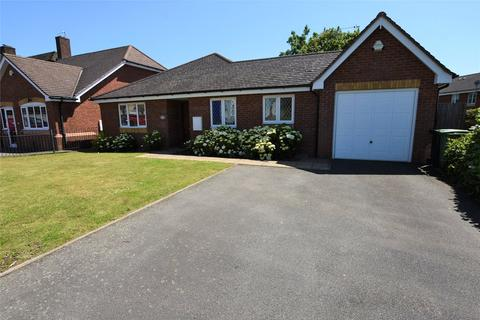 3 bedroom bungalow for sale - Highfield Road, Halesowen, West Midlands, B63