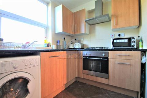 3 bedroom flat to rent - Tooting Bec Road, Tooting Bec, London, SW17 8BW