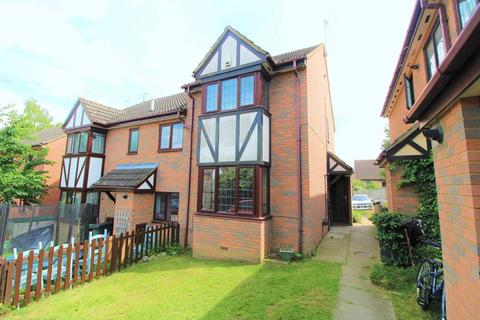 2 bedroom end of terrace house for sale - CHAIN FREE on Felbrigg Close, Luton