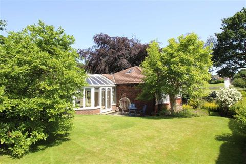 2 bedroom detached bungalow for sale - High Lane, Woodley, Stockport, Cheshire