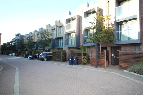 4 bedroom house to rent - Sir Alexander Close, Acton, W3 7JQ