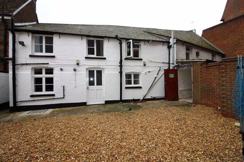 Studio to rent - West Street (P3144) - AVAILABLE