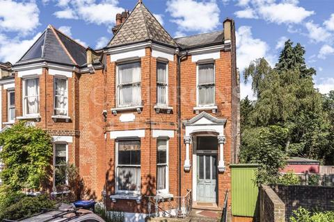 4 bedroom end of terrace house for sale - Winchester Avenue, London, NW6