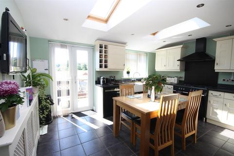 4 bedroom semi-detached house for sale - Extended Family Home With Garage & Parking
