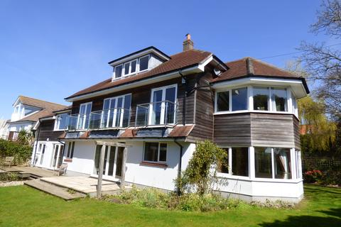 5 bedroom detached house to rent - Gardens Crescent, Poole, Dorset BH14