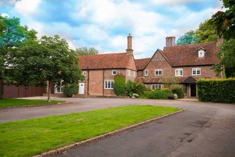 6 bedroom detached house to rent - Church Road, Studham