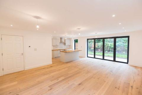 4 bedroom detached house for sale - Croxted Road